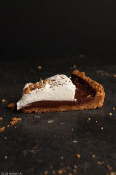 easy chocOlate tart with nutter butter crust recipe No Bake Desserts, Just Desserts, Delicious Desserts, Sweet Recipes, Cake Recipes, Dessert Recipes, Butter Crust, Eat Dessert First, How Sweet Eats