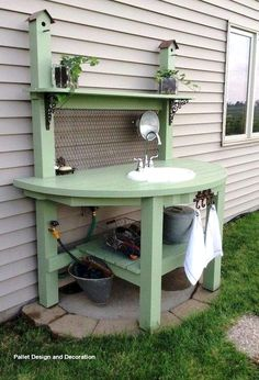 awesome diy pallet garden storage and outdoor sinks - DIY Home Decor Backyard Patio, Backyard Landscaping, Backyard Ideas, Landscaping Ideas, Patio Table, Pallet Garden Benches, Potting Benches, Potting Sheds, Potting Bench With Sink