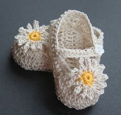 These baby booties/mary janes are hand crocheted with fine cotton thread in your choice of color. The strap closures are accented with flower-shaped button. Please select desired size and color from the drop-down menu. Foot/shoe length for: Preemie-Newborn - 3 0-3 months - up to 3 1/2 3-6 months - up to 4 Please contact me if you need different size or color.  Created in smoke/pet free environment.  Have a look at my other items. I will gladly combine shipping for you($0.5...