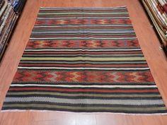 """Vintage Handwoven Turkish Kilim 5'5"""" x 6'3"""" Embroidery Desings medium Size Turkish Vintage Kilim rug Bohemian Decorative Kilim"""