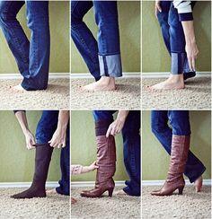 Como usar calça de boca média/larga por dentro da calça - Dobre a barra do jeans e de uma volta para ajusta-la a perna. Vista uma meia de cano alto e pronto!