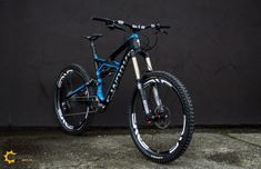 2013 Specialized Enduro S-Works Enve Parts Sram XX1 Rock Shox Lyrik Cane Creek Double Barrel Rock Shox Reverb = WOW!