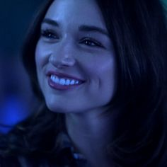 Love her smile! Alison Teen Wolf, Teen Wolf Isaac, Teen Wolf Scott, Teen Wolf Mtv, Crystal Reed, Crystal Marie, Allison Argent Aesthetic, Tenn Wolf, Teen Wolf Poster