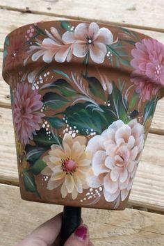 Flower Pot Art, Flower Pot Design, Clay Flower Pots, Flower Pot Crafts, Clay Pot Projects, Clay Pot Crafts, Painted Plant Pots, Painted Flower Pots, Pottery Painting