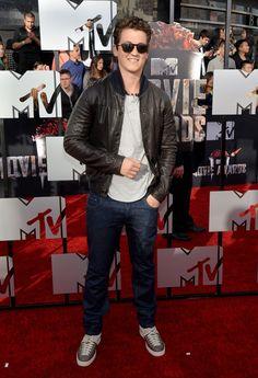 Pin for Later: Ganz Hollywood kommt zum roten Teppich der MTV Movie Awards Miles Teller