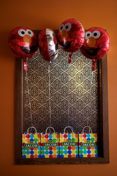 sesame street favor bags with elmo balloons Elmo Birthday, Third Birthday, Boy Birthday Parties, Birthday Ideas, Sesame Street Party, Sesame Street Birthday, Elmo Party, Party Party, Favor Bags
