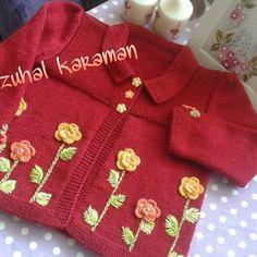 Hırkalarımızın tek tek pozları gelsin mi? Veer kırmızı     #elisi #nakopirlanta #nakoileörüyorum #elemeği #tığişi #örgüyelek #hırkalar #kidsblankets #blanket #kinitting #handmade #kidsblanket #bayblanket #crochetaddict#örmeyiseviyorum#kırmızıhırka#siparişalınır