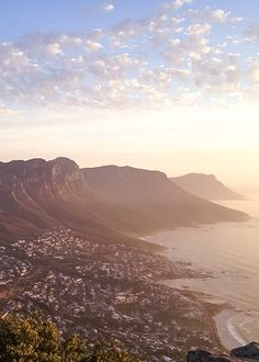 Hiking Lion's Head in Cape Town - With a beautiful sunset as a reward - Non Stop Destination Lions Head Cape Town, Places Around The World, Around The Worlds, Africa Destinations, Beautiful Sunset, Beautiful Places, Amazing Places, Paradise On Earth, Africa Travel