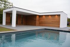 Modern poolhouse, strakke vormgeving met wit in combinatie met hout Pergola Patio, Backyard, Pool Cabana, Modern Pools, Pool Houses, Outdoor Pool, Exterior Design, Swimming Pools, Garden Design