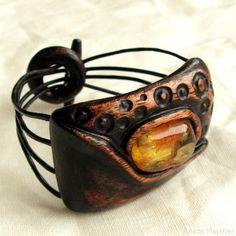 Baltic amber and wood http://majzner.eu/en/bracelets/1514-bracelet-223.html