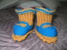 Pienet tossut , seiskaveikasta. Socks, Fashion, Moda, Fashion Styles, Sock, Stockings, Fashion Illustrations, Ankle Socks, Hosiery