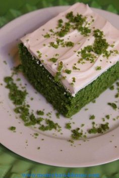 Spinach cake What you will need: 3 eggs 1 tsp vanilla 1 1/2 cups of sugar 1- 6oz or 8oz bag of (big leaf) spinach, you need 1 cup puree (use fresh not frozen) 3/4 cup of olive oil 2 tbsp lemon juice 2 cups flour 3 tsp baking powder 1/2 tsp salt Topping: Sweetened whipped cream or cool whip