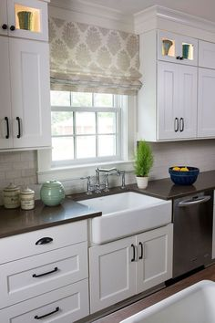 30 Elegant White Kitchen Design Ideas For Modern Home White Color Provides More Spacy Clean And Refreshing Look To The Kitchen Take A Look At These Example Of Beautiful Kitchens In White Along With The Cabinet Drawer Island And Sink Farmhouse Style Kitchen, Modern Farmhouse Kitchens, Home Decor Kitchen, Country Kitchen, Kitchen Ideas, Basic Kitchen, White Kitchens, Diy Kitchen, Kitchen Yellow