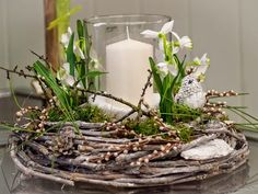 Artificial flowers light in winter wreath decoration . Deco Floral, Arte Floral, Diy Crafts To Do, Easter Table, Diy Wreath, Spring Crafts, Easter Crafts, Artificial Flowers, Spring Flowers