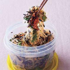 梅の酸味、青じその風味で後味スッキリ「はるさめの梅あえ」のレシピです。プロの料理家・スガさんによる、はるさめ、梅干し、青じそ、芽ひじき(乾燥)などを使った、1人分59Kcalの料理レシピです。