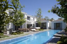 modern family house ramat 4 Inspiring Home Design in Israel Blurring Indoor/Outdoor Boundaries
