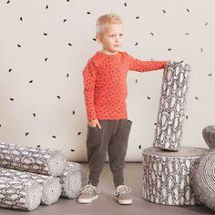BUNCH baby housut, mokka| NOSH Lasten talvimallistossa seikkailevat lempeän pehmeät jääkarhut, graafiset raidat ja ilmeikkäät leikkaukset. Tutustu mallistoon ja tilaa verkosta, NOSH vaatekutsuilta tai edustajalta www.nosh.fi / (This collection is available only in Finland )