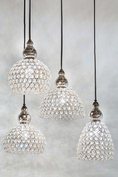 Blinglampe perfekt for vindu. Industrial, Color Shapes, Lamp Light, Pendant Lighting, Home Design, Home Accessories, Interior Decorating, Ceiling Lights, Glass