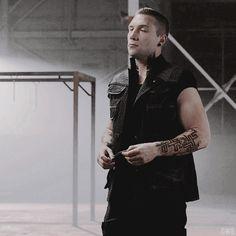 Eric Divergent #goddayuuuum