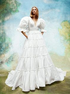 Wedding Dress Trends, Wedding Dress Styles, Bridal Dresses, Wedding Gowns, Tulle Ball Gown, Ball Gowns, Fashion Weeks, Bridal Looks, Bridal Style