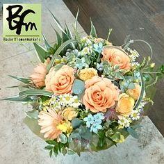 花ギフトのプレゼント【BFM】  ナチュラルを意識した  そんな淡いオレンジ系の  フラワーアレンジメント http://www.basketflowermarkets.com