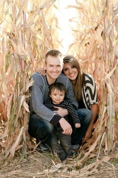 Family Picture Pose Ideas with One Child - Capturing Joy with Kristen Duke