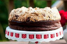 This extraordinary dessert recipe, made with fudgy, rich chocolate cake and a crisp chocolate-hazelnut meringue, is simple to make and delicious to eat. When sliced, the meringue cracks and collapses slightly onto the rich chocolate cake. Chocolate Hazelnut, Melting Chocolate, Chocolate Recipes, Chocolate Heaven, Chocolate Chocolate, Hazelnut Meringue, Meringue Cake, Yummy Treats, Sweet Treats