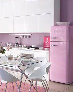 modern kitchen + smeg fridge in pink // Küchen Design, House Design, Smeg Kitchen, Cute Furniture, All White Kitchen, Contemporary Kitchen Design, Cuisines Design, Florida Home, Home Decor Kitchen
