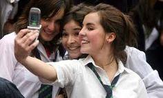 impacto de redes sociales en jóvenes también suelen serles mas populares con sus fotos en publicaciones de facebook u otras cuentas.