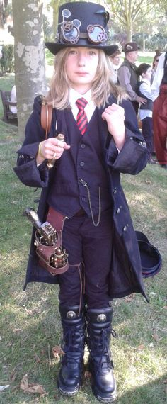 It's nice to see really well done steampunk that isn't all about sexy. It's nice to see really well done steampunk that isn't all about sexy. Viktorianischer Steampunk, Steampunk Cosplay, Steampunk Design, Steampunk Wedding, Steampunk Clothing, Steampunk Fashion, Gothic Fashion, Victorian Fashion, Steampunk Makeup