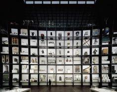 MARK DION _ Großregal - 300 Jahre Wissenschaften in Berlin Exhibition Display, Exhibition Space, Museum Exhibition, Glass Showcase, Showcase Design, Window Display Design, Booth Design, Stage Design, Event Design