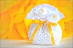 Wedding favor Crochet White bag with ribbon and di LeCrochetdOr, $20,00