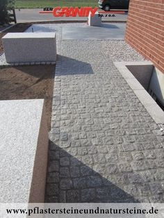 B&M GRANITY-Granit-Pflastersteine aus Polen, gespalten, GRAU, Mittelkorn.Es gibt noch andere Varianten von Granit-Pflastersteinen.