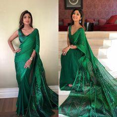 3209 Shilpa Shetty's Peacock Inspired Emerald Green Saree Gown Saree Jacket Designs, Saree Blouse Patterns, Bollywood Saree, Bollywood Fashion, Saree Fashion, Women's Fashion, Tokyo Fashion, Bollywood Celebrities, Bollywood Actress