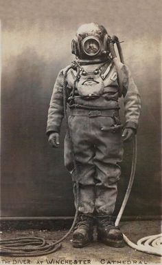For some reason, in the early this deep sea diver appeared at Winchester Cathedral. Those deep sea diving suits are both very cool . Diving Helmet, Diving Suit, Scuba Diving Gear, Vintage Photographs, Vintage Photos, Scuba Diving Magazine, Deep Sea Diver, Sea Diving, Cave Diving