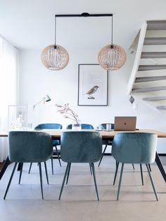 Moeiteloos je interieur aanpassen? Haal de Lightswing in huis. 💫  ✅ Eenvoudig je hanglampen verplaatsen, verwisselen en verwijderen.  ✅Gemakkelijk te monteren.  ✅ Al meer dan 10.000 huishoudens in Nederland voorzien.   Beoordeeld met 4.5 ⭐️ op Trustpilot.  Gezien bij; VT Wonen, Eigen Huis&Tuin.💡 Dining Chairs, Dining Room, Dining Table, West Home, New Homes, Lighting, Interior, Furniture, Home Decor