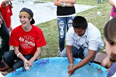 WhiMSy love: Summer Diary: Day Water Games Soap Game: See who can make their bar of soap disappear fastest in a pool of ice water. Outdoor Water Games, Water Games For Kids, Games For Teens, Adult Games, Backyard Games, Outdoor Fun, Outdoor Ideas, Youth Group Games, Family Games