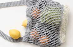 Today's free pattern and tutorial is for an easy, eco-friendly knit market bag! This shopping tote is simple to knit and is designed with new knitters in Easy Scarf Knitting Patterns, Easy Knitting, Shawl Patterns, Knitting Stitches, Slip Stitch Crochet, Knit Crochet, Big Knit Blanket, Big Knits, Recycled Yarn