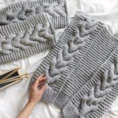 Diy Crafts - Knitt cardigan knitting coat cardigan with braidswarm Knit Cardigan Pattern, Crochet Cardigan, Crochet Lace, Knitting Designs, Knitting Projects, Clothing Patterns, Knitting Patterns, Yarn Inspiration, Knit Shoes