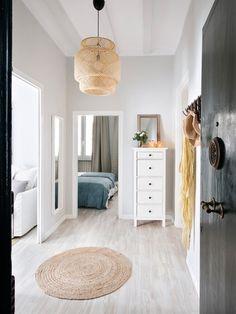 Proyecto Princesa: Pasillos y vestíbulos de estilo de Nice home barcelona Home Bedroom, Home Living Room, Ikea Inspiration, Interior Design Images, Piece A Vivre, House Inside, Awesome Bedrooms, Ideal Home, Home Furniture