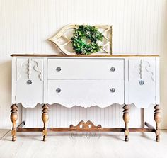 Ideas for antique furniture buffet tv stands Hand Painted Furniture, Refurbished Furniture, Paint Furniture, Upcycled Furniture, Furniture Makeover, Home Furniture, Living Room Furniture, Wooden Furniture, Furniture Logo