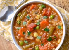 It is a vegetarian soup with vegetables and barley that is very nutritious … - Easy Recipes & Healthy Vegetarian Main Dishes, Vegetarian Soup, Vegetarian Cooking, Healthy Soup, Easy Healthy Recipes, Vegetarian Recipes, Easy Meals, Chili Casserole, Chili Soup
