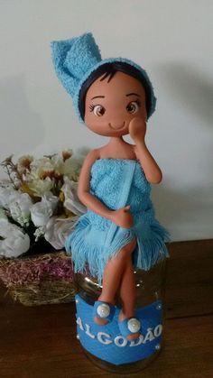 Se apaixonou né? Pois é esses potes decorados com essas bonecas fofas possuem esse efeito.  .   Aproveite e apaixone outras pessoas!;)  .  Elas ficam perfeitas na decoração de sua casa, de seu banheiro ?? ou quem sabe te inspirar a presentear alguém especial...  Fica a dica! ;)  .  Descrição do p...
