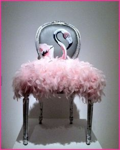 DIY Pink Flamingo Home And Yard Decor - Just Pink About It - Pink Flamingo DIY home and yard decor ideas and inspiration. Cheer up your home with Pink Flamingo decor with these fun DIY flamingo projects. Find inspiration for fun flamingo decor. Funky Furniture, Upcycled Furniture, Unique Furniture, Furniture Makeover, Painted Furniture, Furniture Design, Painted Dressers, Chair Makeover, French Furniture