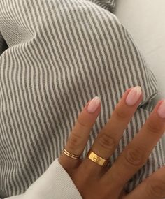 How to choose your fake nails? - My Nails Cute Acrylic Nails, Cute Nails, Pretty Nails, Rounded Acrylic Nails, Frensh Nails, Hair And Nails, Minimalist Nails, Milky Nails, Dream Nails
