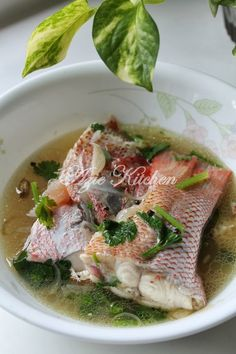 Azie Kitchen: Sup Ikan Merah - tried this and it was fantastic. hubby and I loved this simple recipe. a Favourite. Fish Recipes, Seafood Recipes, Asian Recipes, Soup Recipes, Cooking Recipes, Healthy Recipes, Malaysian Cuisine, Malaysian Food, Malaysian Recipes