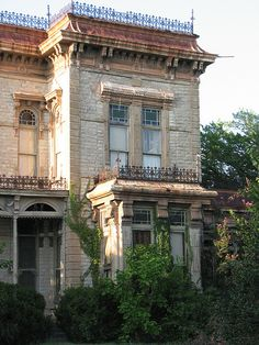 Taken AUG 22, 2009 in Decatur, TX . El Castile—This imposing home sits on a hill scarcely a tenth of a mile east of US-81 as the highway reaches downtown from the south. It has been confused with the courthouse.
