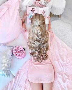There is nothing hard to perform on this hair styling but it is beautiful as a doll. Meshes are perfectly performed and the waves are adorably free falling. Pink Hair, Blonde Hair, Hight Light, Tres Belle Photo, Foto Top, Pink Princess, Princess Hair, Princess Diana, Fashion Moda