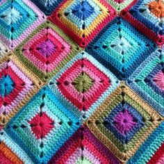 Crochet Granny Square Patterns Mingky Tinky Tiger the Biddle Diddle Dee. Why why why can I never design pretty color combos like this? Granny Square Crochet Pattern, Crochet Blocks, Crochet Granny, Crochet Motif, Crochet Yarn, Crochet Stitches, Crochet Patterns, Joining Crochet Squares, Afghan Crochet