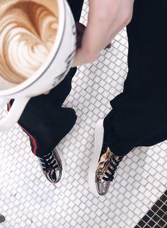 Silver sneakers my love 😍   #kisterss #nyc #silversneakers #cofeetime #ralphlaurencoffee #ralphscoffee #nak #nakshoes #stevemadden
